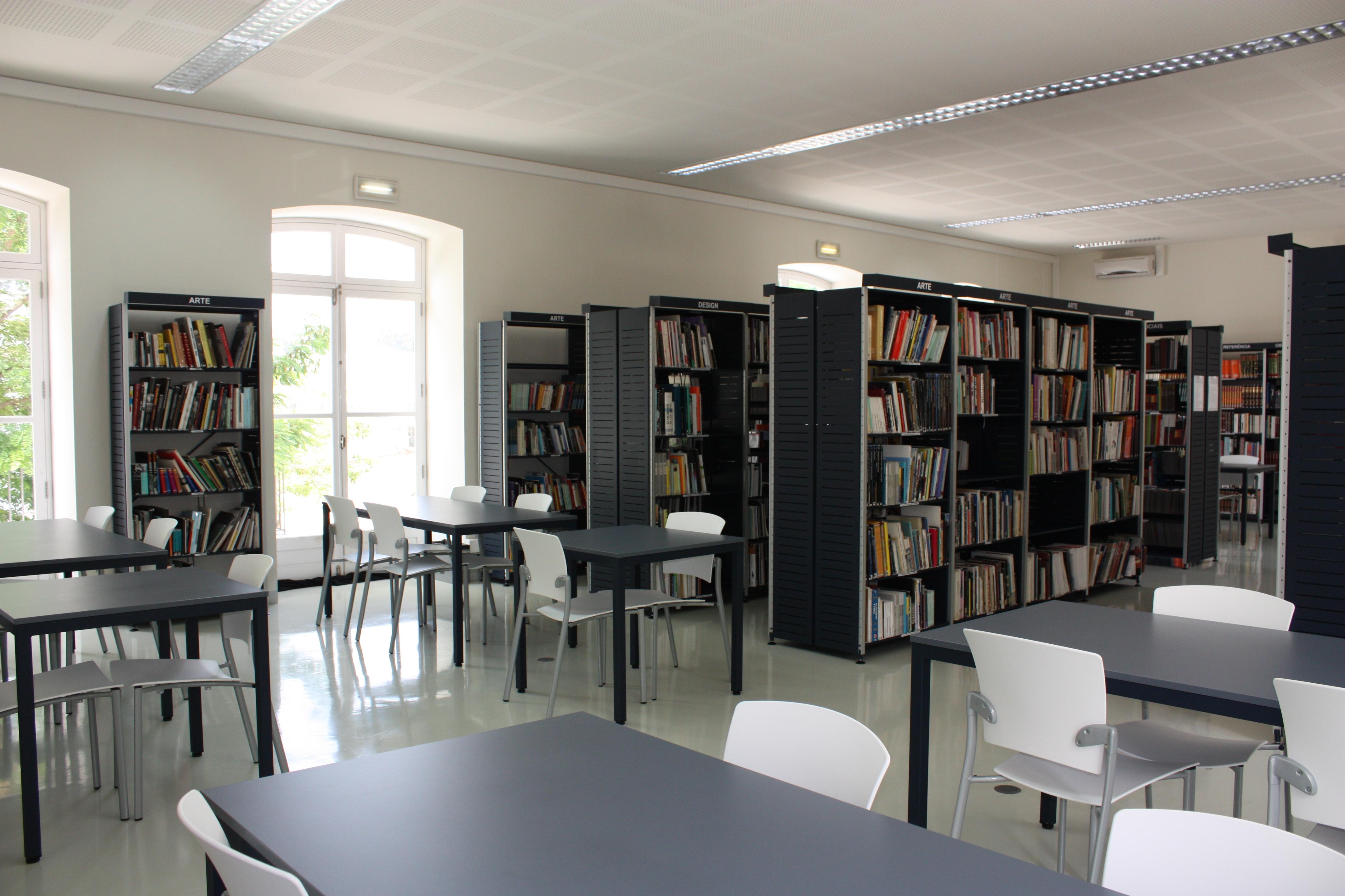 Biblioteca Do Campus 3 Esad Cr Bibliotecas Do Polit Cnico De Leiria -> Sala De Tv E Biblioteca