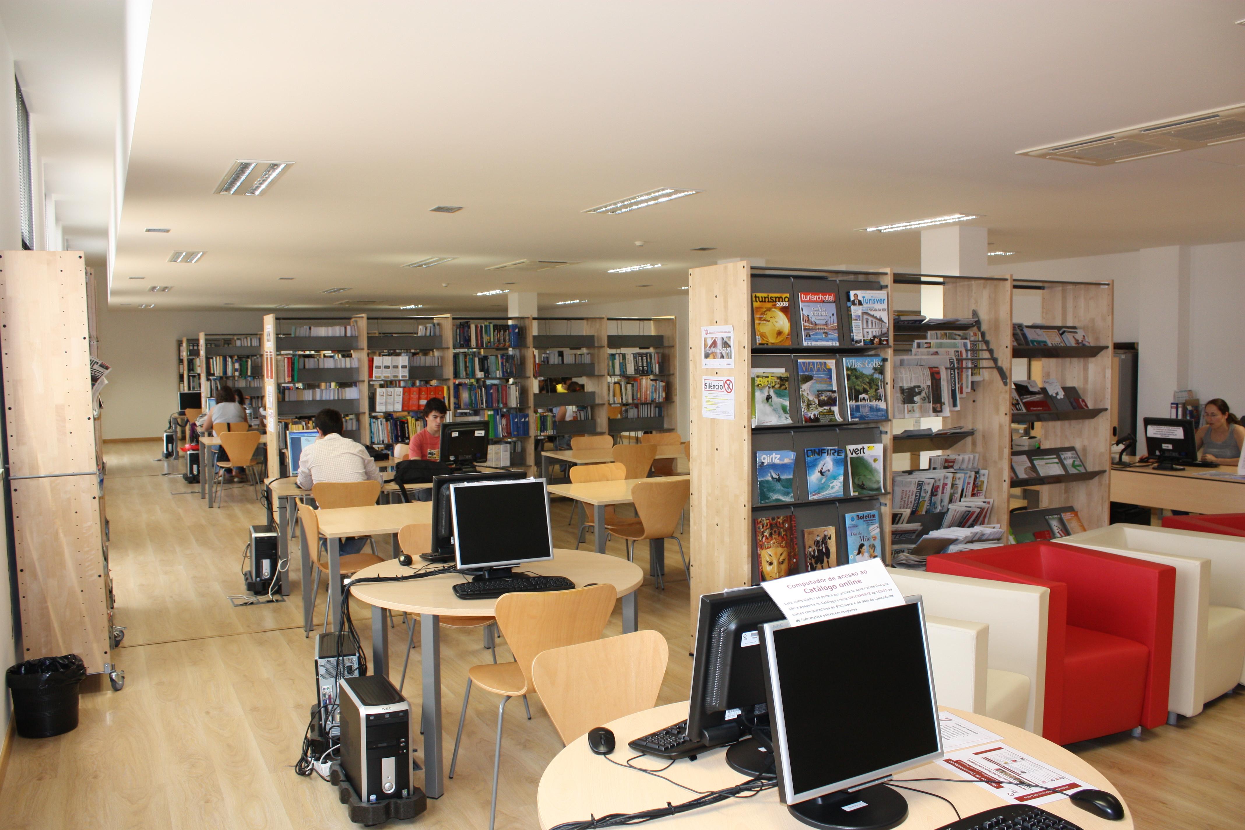 Biblioteca do campus 4 estm bibliotecas do polit cnico for Politecnico biblioteca
