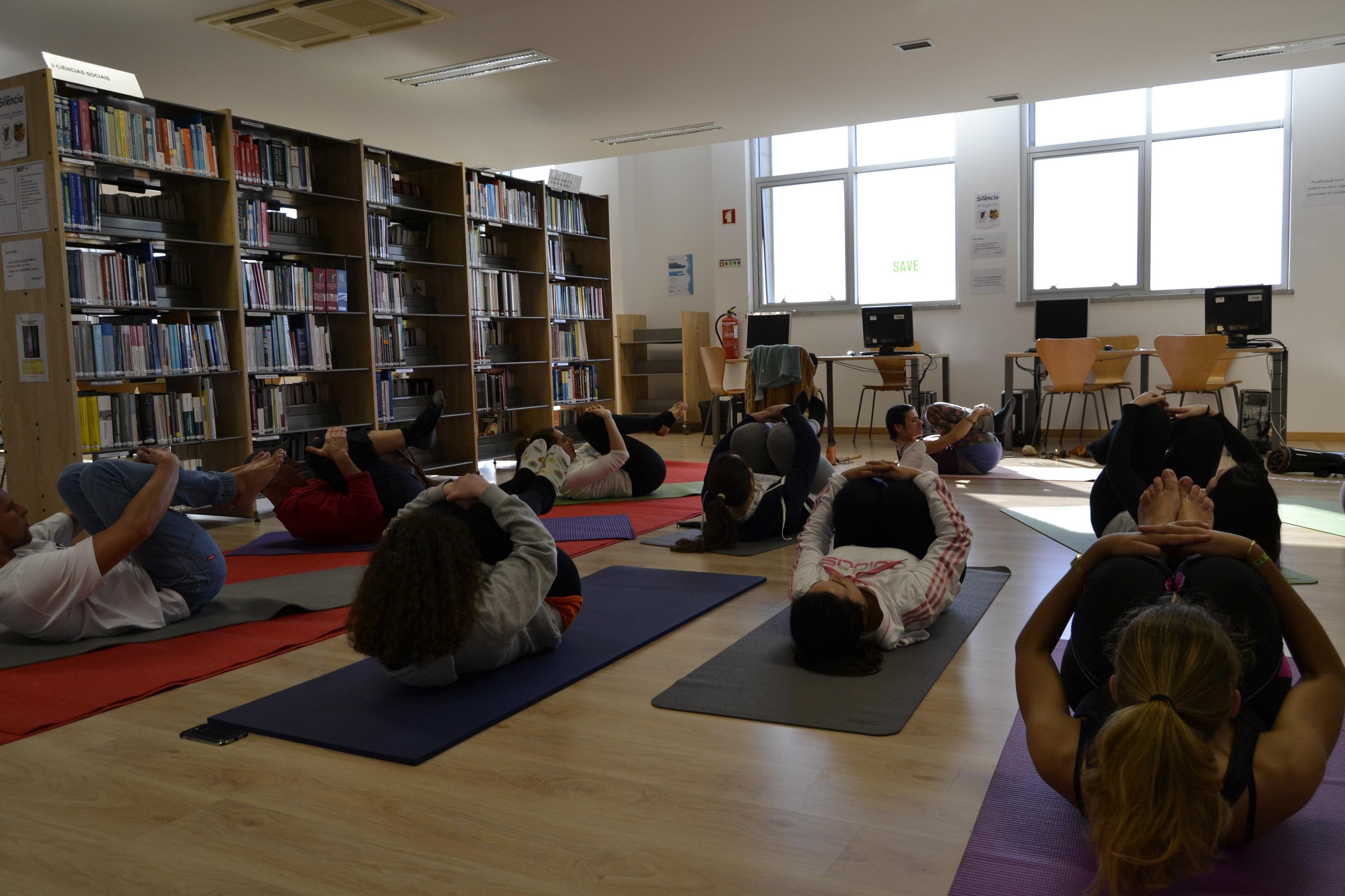 Aula aberta de yoga biblioteca campus 4 estm lbum de for Politecnico biblioteca